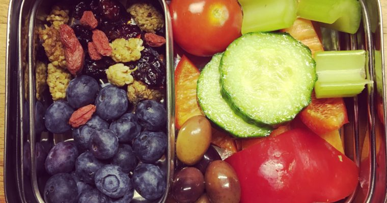 LUNCH BOX: VEGGIE & BERRY SECTION